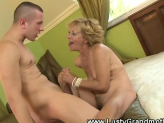 Hairy granny gets her pussy licked by lucky guy