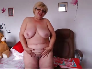 Lady Likes To Show Herself